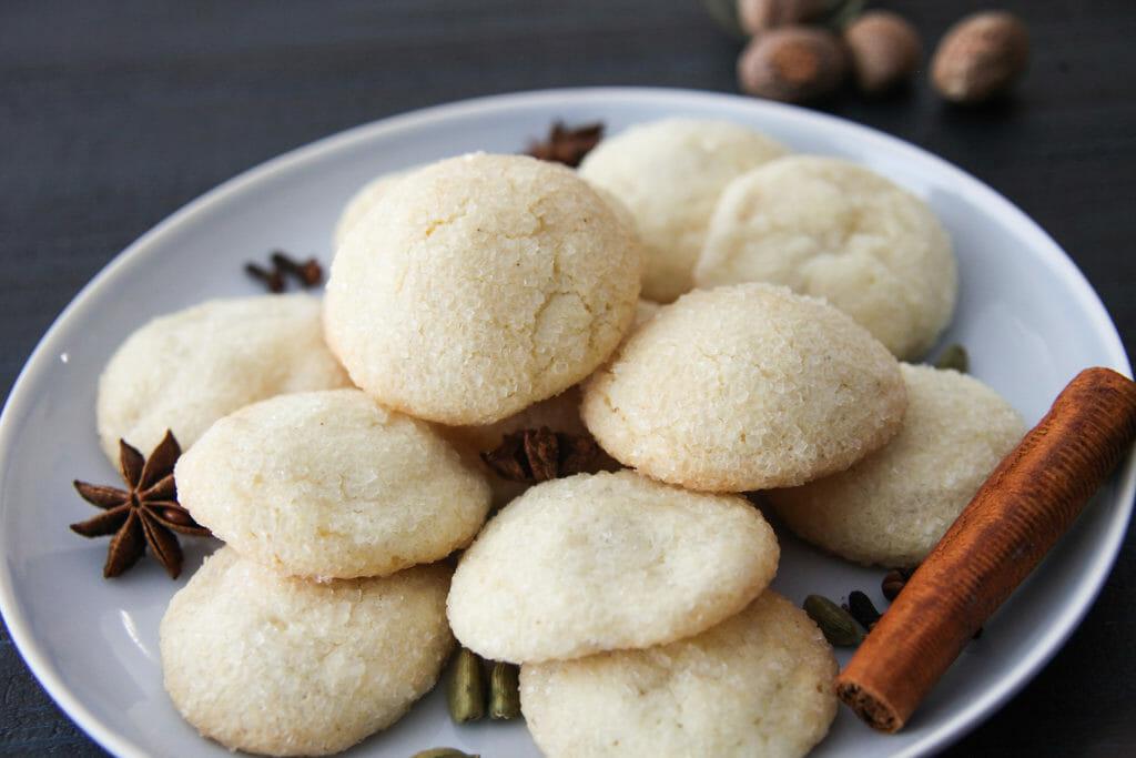 Chai Stuffed Vanilla Crinkle Cookies